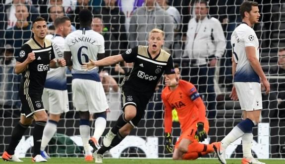 Ajax, Londra'da Tottenham'ı yıktı