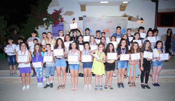 Başarılı öğrenciler ödüllendirildi