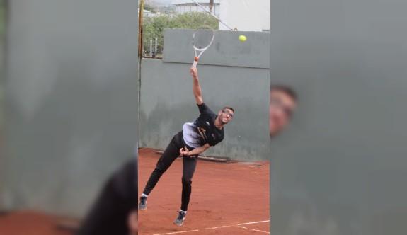 DAÜ'de tenis heyecanı yaşanıyor