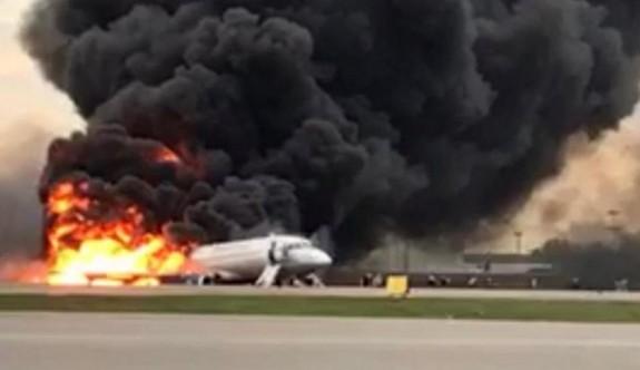 Kuyruk kısmı alev alan Rus uçağında bulunan 41 kişi yaşamını yitirdi