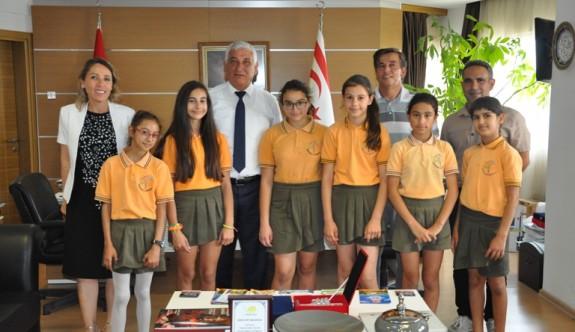 Minik atletler, belediye başkanını ziyaret ettiler
