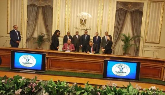 Mısır ile Güney Kıbrıs arasında elektrik bağlantısı için imzalar atıldı