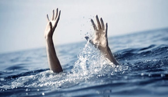 Palm Beach Plajı'nda iki öğrenci boğulma tehlikesi geçirdi