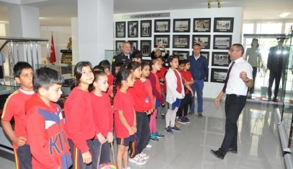 Polisten İyilik Evi öğrencilerine eğitim