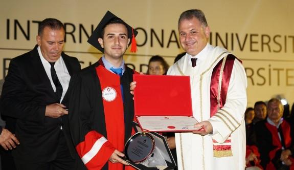 1264 öğrenci mezuniyet gururu yaşadı