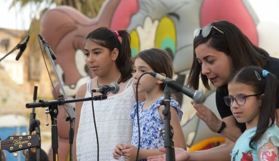 1 Haziran Dünya Çocuk Günü nedeniyle Nicosians Grubu Taksim Sahası'nda iki toplumlu etkinlik gerçekleştirdi