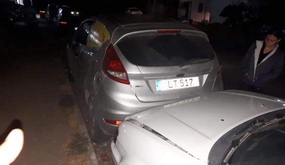Alkollü sürücü, park halindeki araçlara çarptı