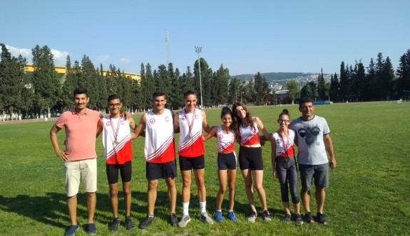 Atletlerimiz İzmir'de başarıya koştular