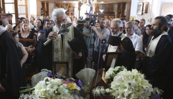 Cinayet kurbanı anne ve kızı için cenaze töreni