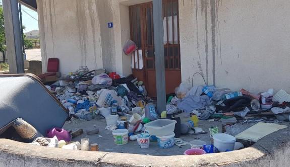 Esentepe'de çöplük ev