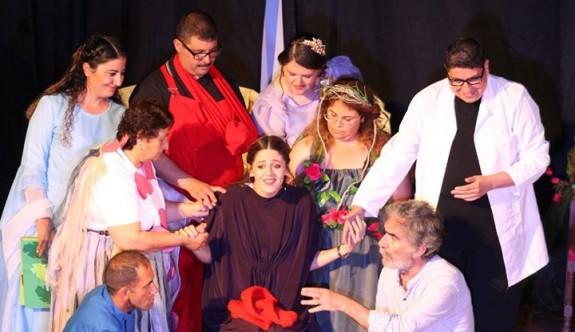 Geçitkale'de 'Ben senim' tiyatro oyunu sahnelendi