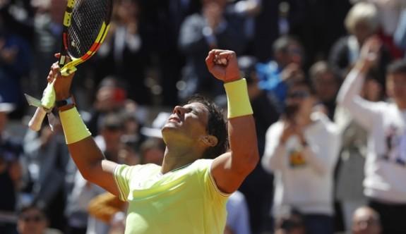Nadal, Federer'e set vermedi