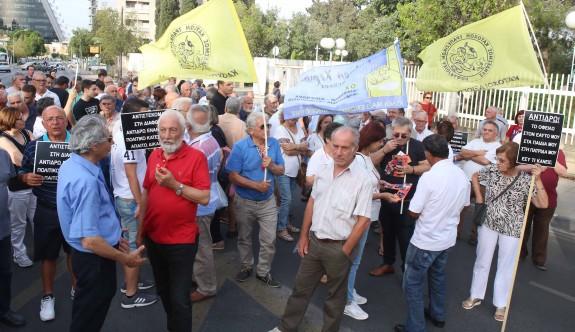 Rum Başkanlık Sarayı önünde protesto eylemi