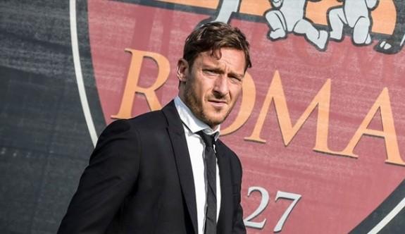 Totti Roma'ya veda ediyor
