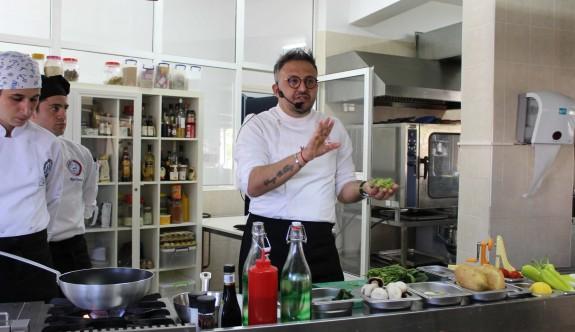 Ünlü Şef Ayvaz Akbacak LAÜ'de deneyimlerini paylaştı
