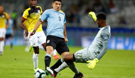 Uruguay Ekvador'u rahat geçti