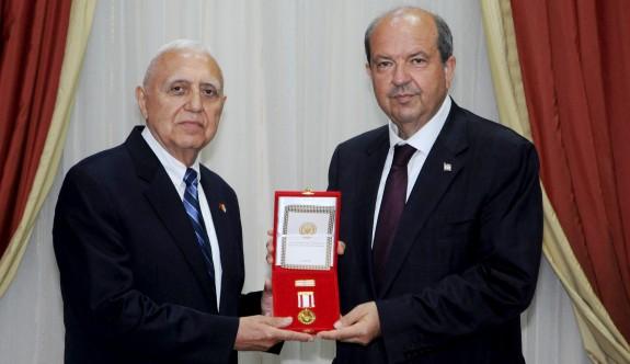 Yılmaz Polat'a madalya