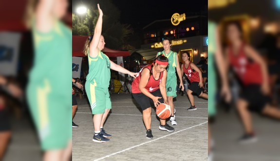 Girne'de sokak basketbolu heyecanı yaşanıyor