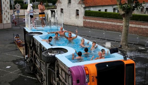 Havuz otobüsü ile serinleme