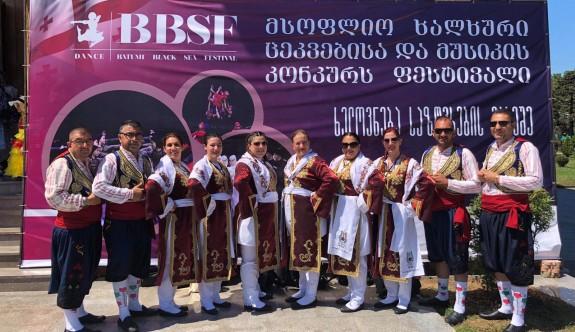 Mor-Der Halk Dansları ekibi Batum'u mest etti