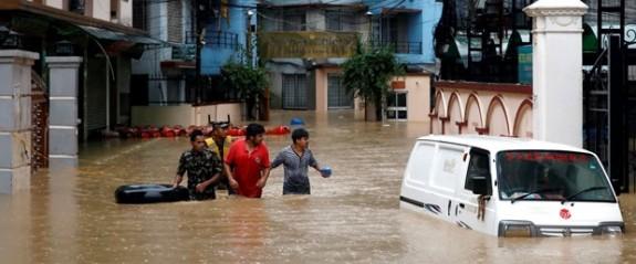 Nepal'de sel ve toprak kaymaları: 21 ölü