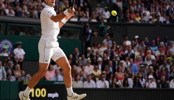 Wimbledon'da tarihi finalde kazanan Djokoviç