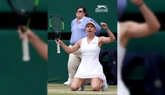 Wimbledon'ın kraliçesi Halep