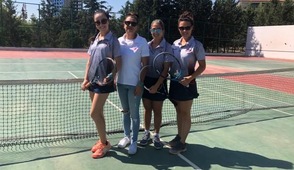 YDÜ'lü tenisçiler Avrupa Üniversiteler Tenis Şampiyonası'na katılıyor