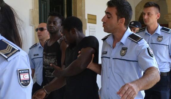Askeri bölgeye giren yabancılar  soluğu cezaevinde aldılar