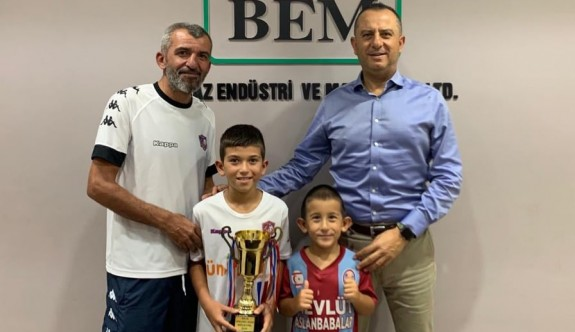 Bolkan'a kupa takdim edildi