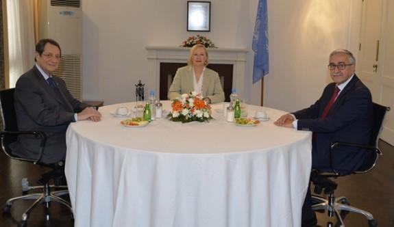 Liderler üçlü görüşmede buluşma kararı aldı