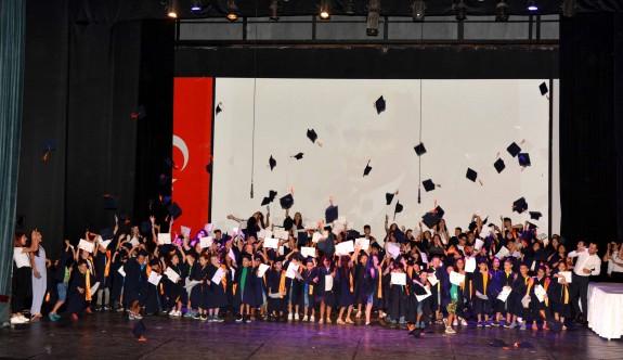 Özay Günsel Çocuk Üniversitesi'nde mezuniyet sevinci