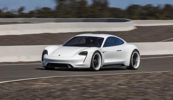 Porsche'nin Türkçe isimli otomobili TAYCAN sınırlarını zorluyor