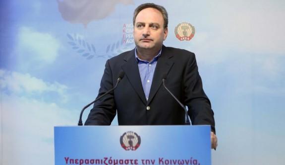 """AKEL: """"Anastasiadis siyasi eşitlikte iyi gitmiyor"""""""
