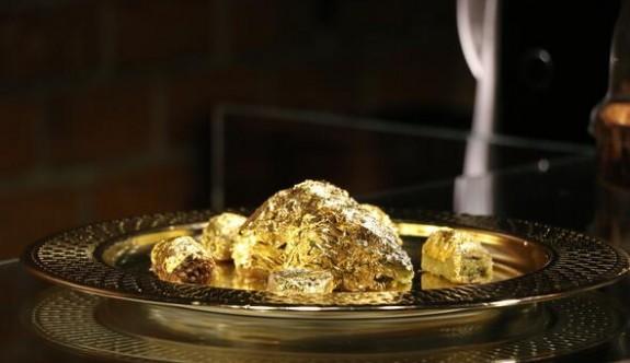 Endonezya'da dilimi bin dolara altın kaplamalı baklava