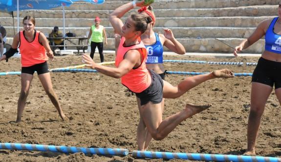 Esentepe'de plaj hentbolu heyecanı