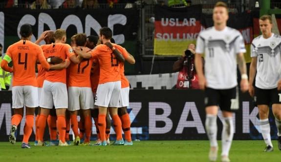 Hollanda, Almanya'yı evinde devirdi