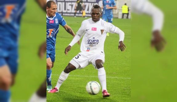 Kamerunlu milli futbolcu Düzkaya'da