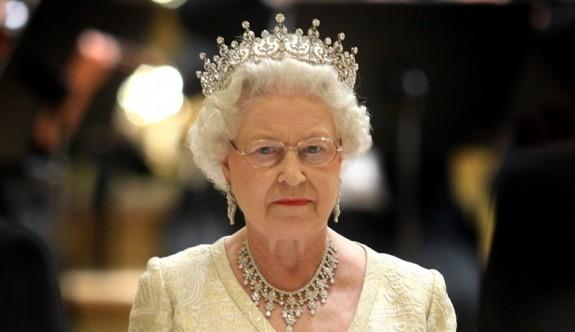 Kraliçe 2. Elizabeth, danışmanlarına başbakanı hangi koşullarda görevden alabileceğini sordu