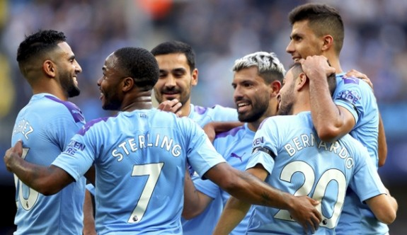Manchester City tarihe geçti