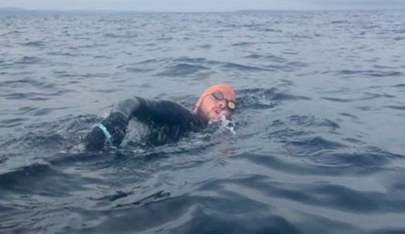 Mersin'den Kıbrıs'a yüzme denemesi başladı