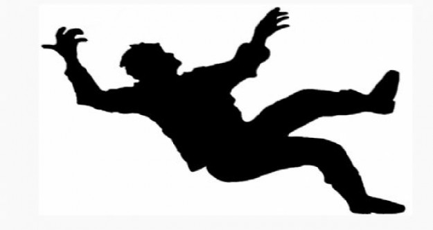 10 metre yükseklikten düşerek ağır yaralandı