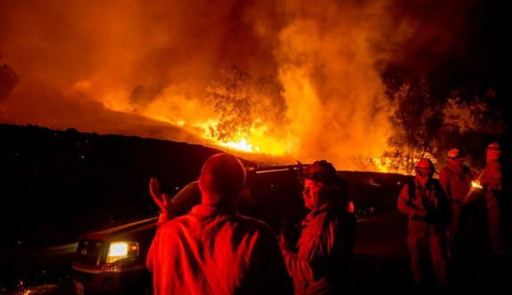 California'da yangınlar binlerce kişi tahliye ettirdi