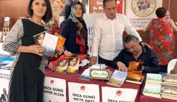 Hasan Çakmak, Antalya'da kitaplarını imzaladı