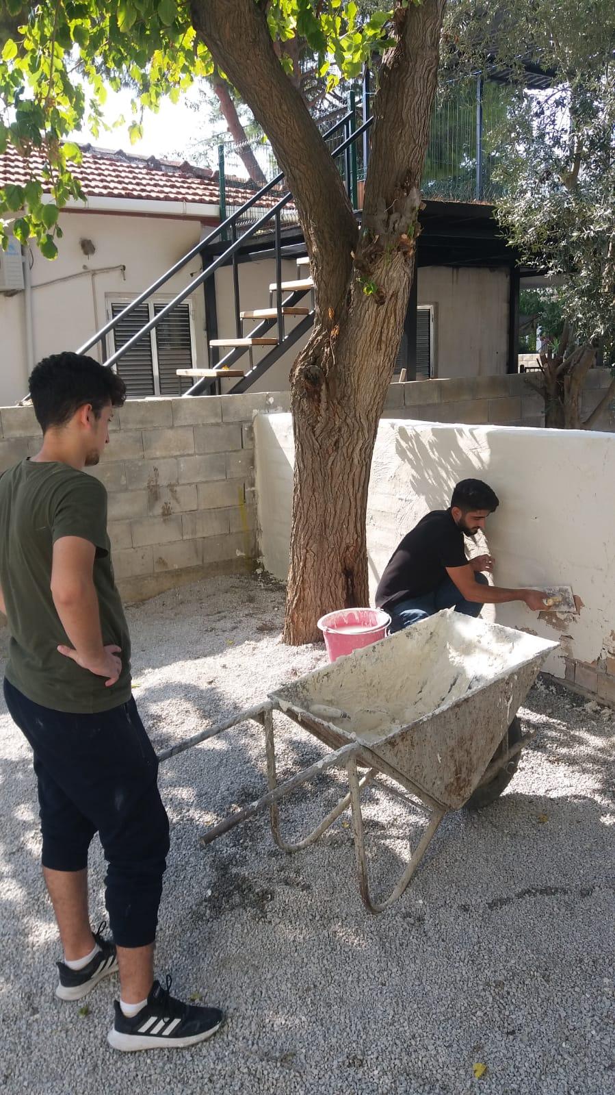 KISBÜ öğrencileri kendi elleriyle okulu tamir ediyorlar