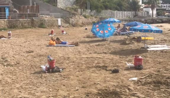 Turistler çöpün pisliğin içinde yatmaya mahkum edildi
