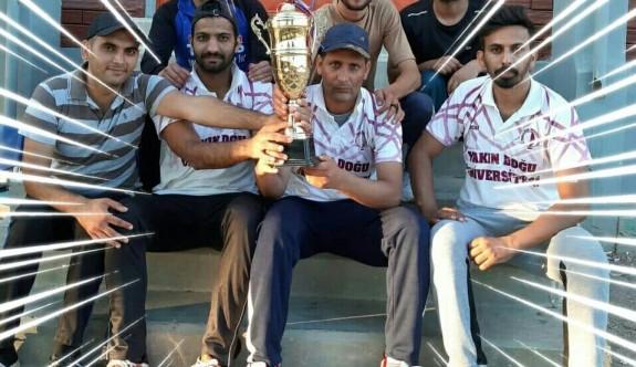 YDÜ kriket takımı namağlup şampiyon