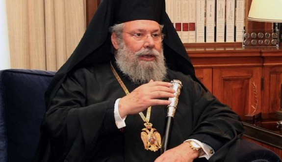 Başpiskopos II.Hrisostomos aleyhine imza kampanyası