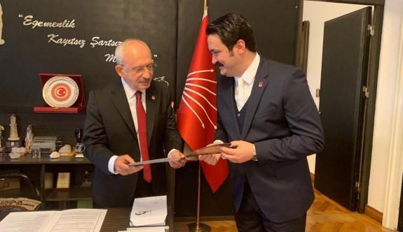 Dr. Küçük Anı Parası, Kılıçdaroğlu'na hediye edildi