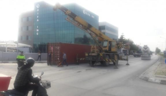 Hamitköy ışıklarında konteyner yola düştü